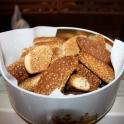 Biscotti al sesamo in latta